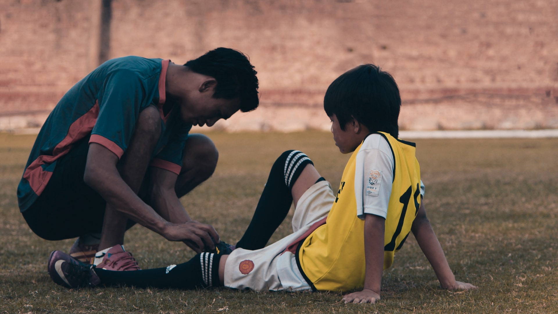 Injuries and Professional Traumas in Football